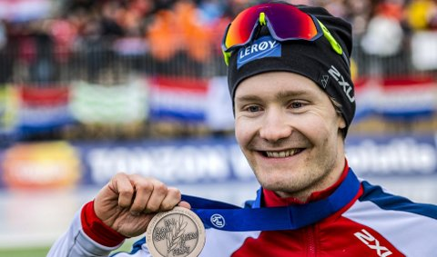 Sverre Lunde Pedersen fikk 25.000 kroner for bronse i EM allround i helgen. (Foto: NTB scanpix)