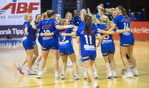 Etter 29-23 over Follo kunne Tertnes-jentene juble for nok en seier i Haukelandshallen - eller «Haukisen» som de selv liker å kalle hallen. Neste sesong bytter de hjemmehall til Arena Nord i Åsane.