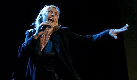 Ute Lemper vil fremføre en musikalsk «telefonsamtale» mellom henne selv og den avdøde Hollywood-stjernen og divaen Marlene Dietrich. Her fra forrige gang  den tyske stjernen besøkte Bergen i 2008. ArkivFoto: Rune Johansen