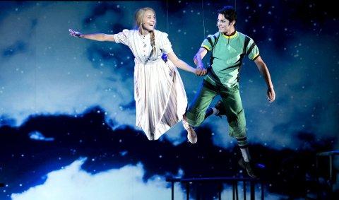 Premiere lørdag: Både Peiman Azizpour som Peter Pan og Kristi-Helene J. Engberg som Wendy debuterer som hoverolleinnehavere på DNS i «Wendy & Peter Pan». foto: skjalg ekeland