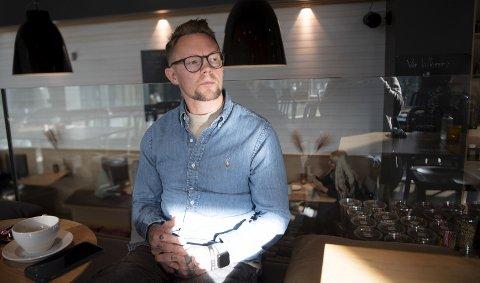 Sandviken-trener Magne Hesmyr Nilsen har hatt en tung periode etter det ble kjent at han tok ned bilder av                   Sandviken-damene tidligere i høst.