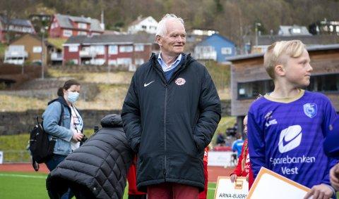 – Jeg kan ikke garantere noe om hvor gammel jeg blir, men jeg kan garantere at jeg vil bidra så lenge jeg bare kan, sier Trond Mohn (78), som koste seg på Arna Idrettspark tirsdag kveld.