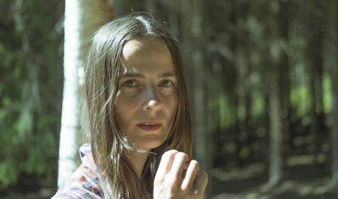 Anne Lise Frøkedal har nylig sluppet albumet «Flora», torsdag spiller hun sammen med resten av bandet sitt på Hulen.