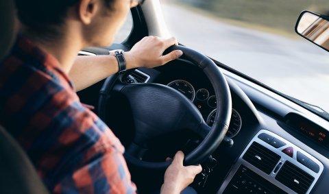 MINDRE OG MINDRE: Det blir stadig mindre kjøring per personbil i Midtfylket.