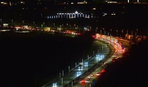 Det ble kork da trafikken nesten stoppet helt opp på grunn av et vogntog med problemer på Kjellstad.