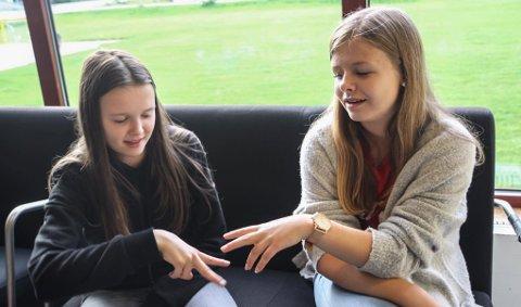 SUKSESS: Anna Naustdal og Vilde Hjelle har gjort stor suksess etter at dei vann MGPjunior i 2016.