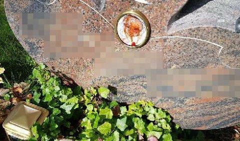OPPRØRENDE: Bilde på barnegrav tilgriset av ketchup