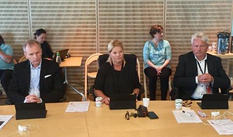 Vil kreve endringer i kommuneledelsen: Høyres Truls Velgaard (til venstre), Rita Holberg (H) og Bjørnar Laabak (Frp) legger press på Arbeiderpartiet og flertallspartiene foran bystyremøtet 21. juni. (Foto: Øivind Lågbu)