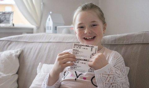 Har fått billett: Åtte år gamle Leah Hestnes Karlsen gleder seg til å se Markus og Martinus igjen i Narvikhallen. Foto: Andreas Haakonsen