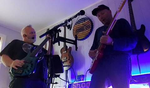 DRØMMEPROSJEKT: Tore Sivertsen og Yngve Pettersen fikk i år endelig tid til å gjøre noe med drømmen om å starte et tribute-band til Dire Straits og Mark Knopfler.
