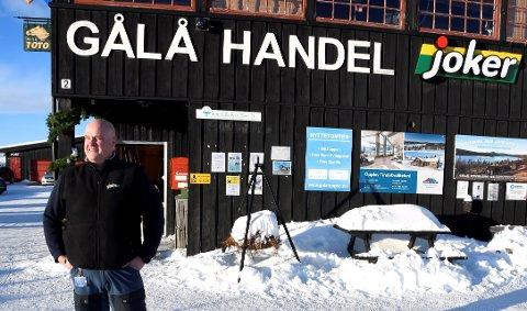 Ivar Nord ved Gålå Handel, sier at de denne vinterferien har hatt dobbelt så mange bestillinger og vare leveringer ut til hyttene som tidligere år.