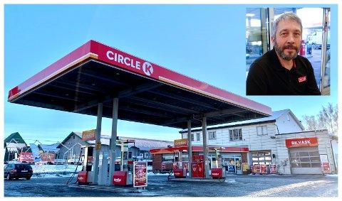 LEGGES NED: Eier av Autosenteret Lunner AS, Hans Ole Braathen, forteller at Circle K-stasjonen blir lagt ned når den nye riksvegen kommer.