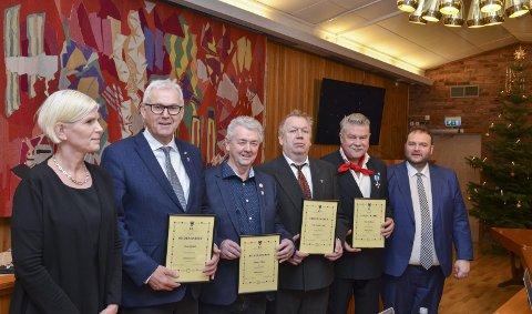 Hedret: F.v. Varaordfører Linda Haugland Jondahl, John Opdal, Johnny Vikne, Nils Petter Freim, Terje Kollbotn og ordfører Roald Aga Haug. Gard Folkvord kunne dessverre ikke stille.