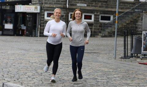 MOR OG DATTER OG...: Karina Viksund (t.v.) og mamma Randi liker å løpe. Også når de er gravide.