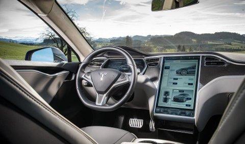 Model S var bilen som for alvor startet Tesla-eventyret i Norge. Mange av eierne er svært godt fornøyd med den, men det er en kjensgjerning at Tesla har hatt kapasitetsproblemer på service- og verkstedfronten.