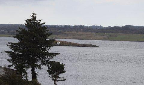 PARKERING: Båten grunnstøtte på Søra Flatskjeret  utenfor Håvøya søndag morgen.