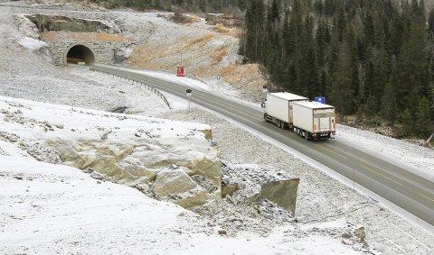 TRAFIKK: Trafikken i Toventunnelen, ved Drevja og ved Hjartåsen er mye høyere enn beregnet. Dermed kan bomstasjonen ved tunnelåpningen i Leirfjord åpnes trolig to-tre år før planlagt tid i 2034.