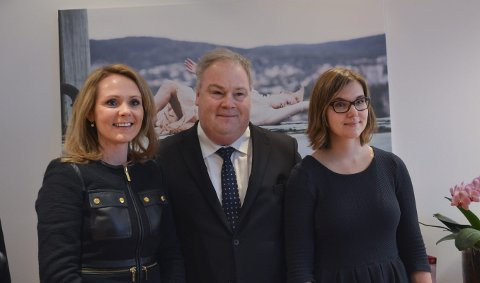 SA NEI: Kulturminister Linda Cathrine Hofstad Helleland (til venstre), her med statssekretær Bård Folke Fredriksen og  politisk rådgiver Maria Kristine Göthner