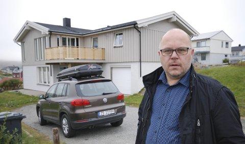 NYE INNBYGGERE: Tre nye innbyggere og sårt tiltrengte håndverkere ble resultatet av at Trond Einar Olaussen ikke fikk tak i snekkere til å restaurere bolighuset.Begge foto: Alf Helge Jensen