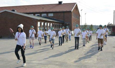 Ivrige: Aurskog Skolekorps har hatt mange øvingskvelder fram mot nasjonaldagen.Foto: Privat