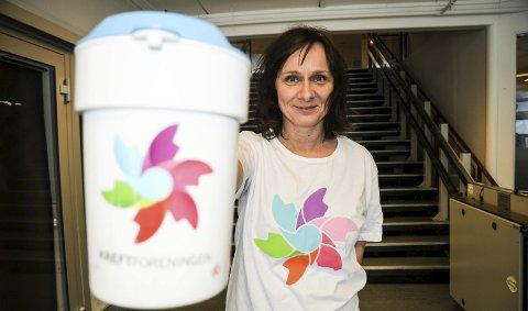 Samler inn: Hanne Rypern er klar med bøssa. Torsdag samles det inn penger til Krafttak mot kreft.aRKIVFOTO