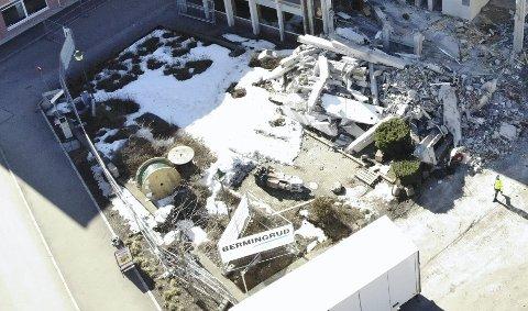 SNART BORTE: Uni-parken er snart en saga blott. Bildet er tatt mandag denne uka.  Dronefoto: Ulrikke Granbakken Narvesen