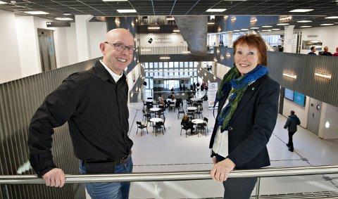 Fremoverlente og optimistiske: Næringssjef i Kongsberg, Ingar Vaskinn og ordfører Kari Anne Sand  har stor tro på fremtiden og Kongsberg. FOTO: STÅLE WESETH