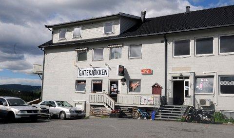 FORTSATT ÅPENT: Det ble åpnet konkurs mot Evita Berga torsdag, som har drevet Military Burger og skjønnhetssalong på Heistadmoen. Mens broren over gatekjøkkenet, er skjønnhetssalongen lagt ned.