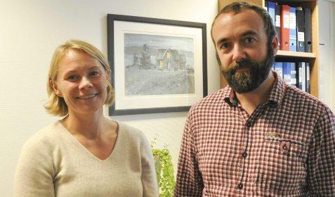 Gratis tilbud: Ledende helsesøster Maria Nyheim og kommuneoverlege Jan Håkon Juul oppfordrer alle kvinner som ikke har tatt HPV-vaksinen, nå om å benytte seg av det gratis tilbudet. Foto: Synne Mauseth
