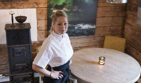 Kokk: Hilde Grande ved SMAK Lofoten forteller at helgas Pop-Up Restaurant på Hattvika Lodge var en stor suksess. Nå håper hun at flere aktører tør å satse på lokalmat og lengre åpningstider. Foto: Privat
