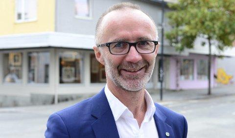 Svein Eggesvik melder om at omstillingsarbeidet i fylket går etter planen.