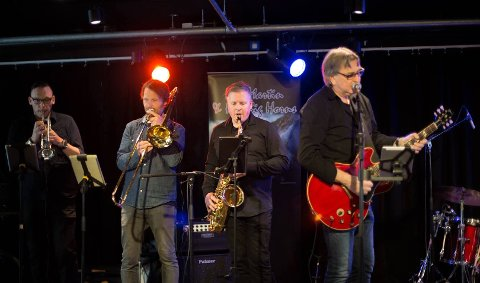 NY SESONG: Mr. Martin & His Big Horns med Stig Martinsen i front spiller på Eftabluesen.