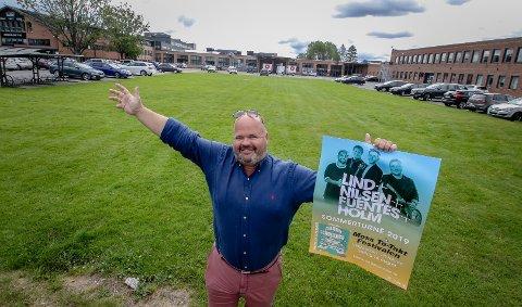 FOLKEFEST: – Her kommer byens største scene, sier Lars Moen som er en av arrangørene til konserten i Vingparken på Høyda – i samarbeid med Festivalen Sin.