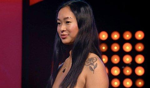 Her er Ine Roll-Sneve med på den norske versjonen av Naked Attraction.
