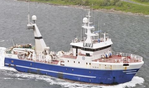 RUSSISK TRÅLER: Kapitan Varganov overbunkret slik at 500 liter diesel rant på havet ved kai hos N.J. Bunker i Tromsø.