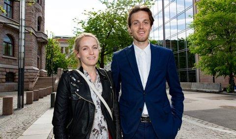 """Susanne Krogh Jacobsen og Simen Røisehagen ble ferdig med masteroppgaven """"Boligpriser og vær"""" denne uken."""