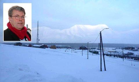 ISBJØRNEGUDSTJENESTE: Stig Lægdene er domprost i Tromsø, og hadde sett frem til utendørs gudstjeneste på Svalbard.