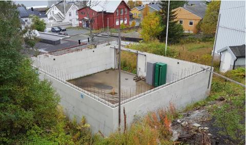 FORLATT: Slik har grunnmuren stått i syv år, mens Johansen har forsøkt å få godkjenning av kommunen til å bygge noe.