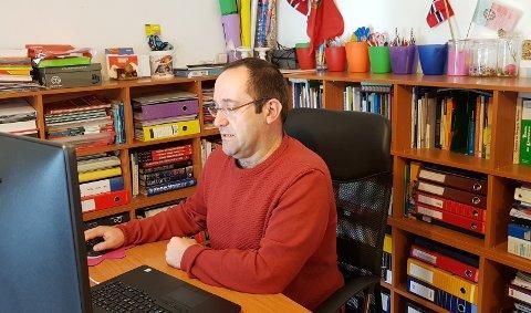 HJEMMEKONTOR: Fra dette hjemmekontoret i Portugal koordinerer André Alves en digital revolusjon av omsorgstjenesten i Østre Toten kommune.