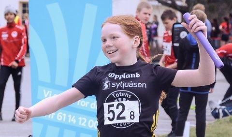 SEIERSSMIL: Så blid blir en når det endelig er mulig å konkurrere. Enda til kunne Andrea Bråten løpe over mål som vinner for Raufoss.