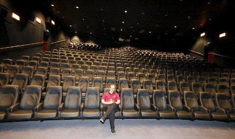 SPENT: Kinosjef Alexander Dalen gleder seg til å få Norges flotteste kinosal. ALLE FOTO: STIG PERSSON