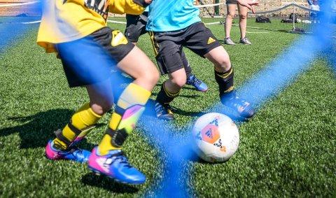 KARANTENE: Flere elever ved skoler i Elverum er i karantene etter et smittetilfelle på en fotballkamp forrige uke.