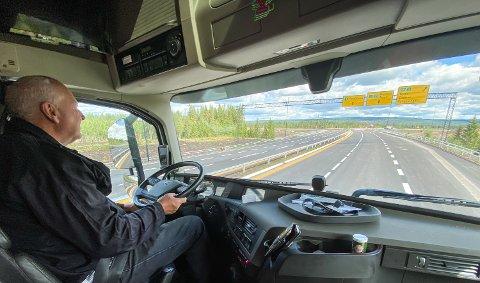 STOR FORANDRING: Lastebileier og forbundsleder Tore Velten har testet nye riksveg 3/25 gjennom Elverum og Løten.