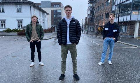 SMITTET HVERANDRE: De skulle møtes til en sosial kveld som kompiser. Men verken Sindre Johannessen (til venstre), Lars Bjørnebye eller Bendik Akre visste at Lars allerede var smittet.