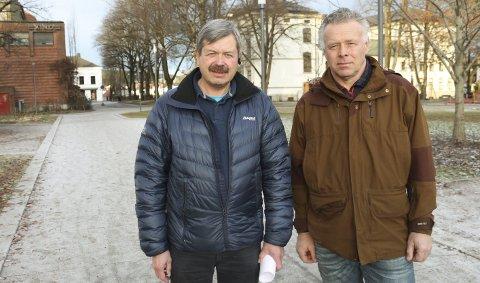 SKATTEPROTEST: Rune Jacobsen (venstre) og Sverre Siljan fra By og Nærmiljøpartiet mener skattekarusellen har gått fort langt. De vil redusere skatten og saldere mot netto driftsresultat.
