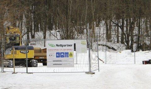TYVERI: Parkeringsplassen ved Dammane i Brevik er riggplass for anleggsutstyr.