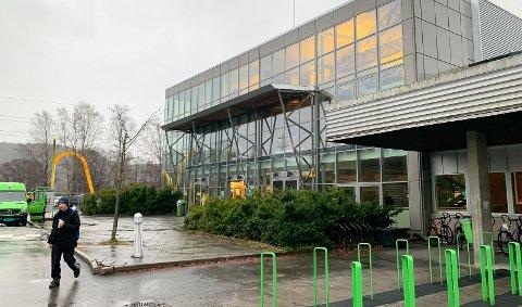 PENGESLUK: Dette er Kjølnes Ring 60, tidligere Frisklivsenteret, som kommunen har overtatt via en teknisk overdragelse. Det er 16 år siden bygget ble åpnet, kanskje kan det omsider få et nytt liv.