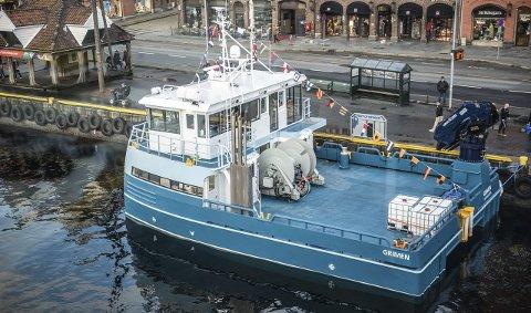 OVER STAD: Båten ble overlevert ved kai i Bergen, på veien nordover har den fått «kjørt seg» på Stadhavet.