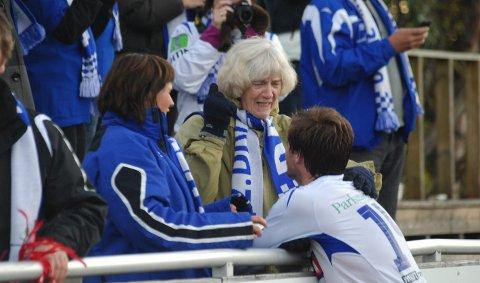 Ragnhild Melgalvis (76) er en fotballfrelst bestemor fra Brumunddal. 5. oktober 2010