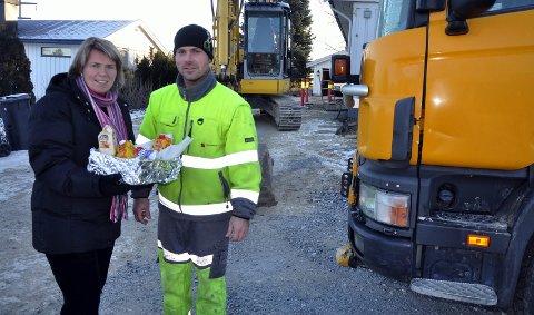 Eier av Skyttermoen Anlegg AS, Kenneth Skyttermoen ble  hedret av Heidi T. Karlsen fra Ringsaker kommune.  30. november 2010